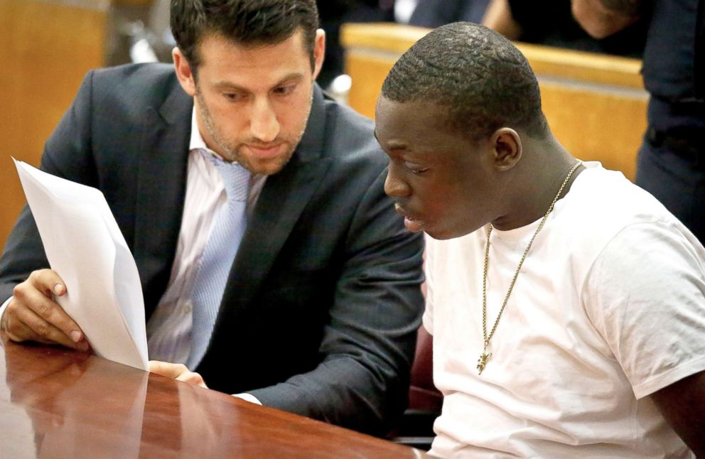 PHOTO: Rapper Bobby Shmurda, whose birth name is Ackquille Pollard, right, confers with his lawyer Alex Spiro in a Manhattan court on Oct. 19, 2016, in New York.